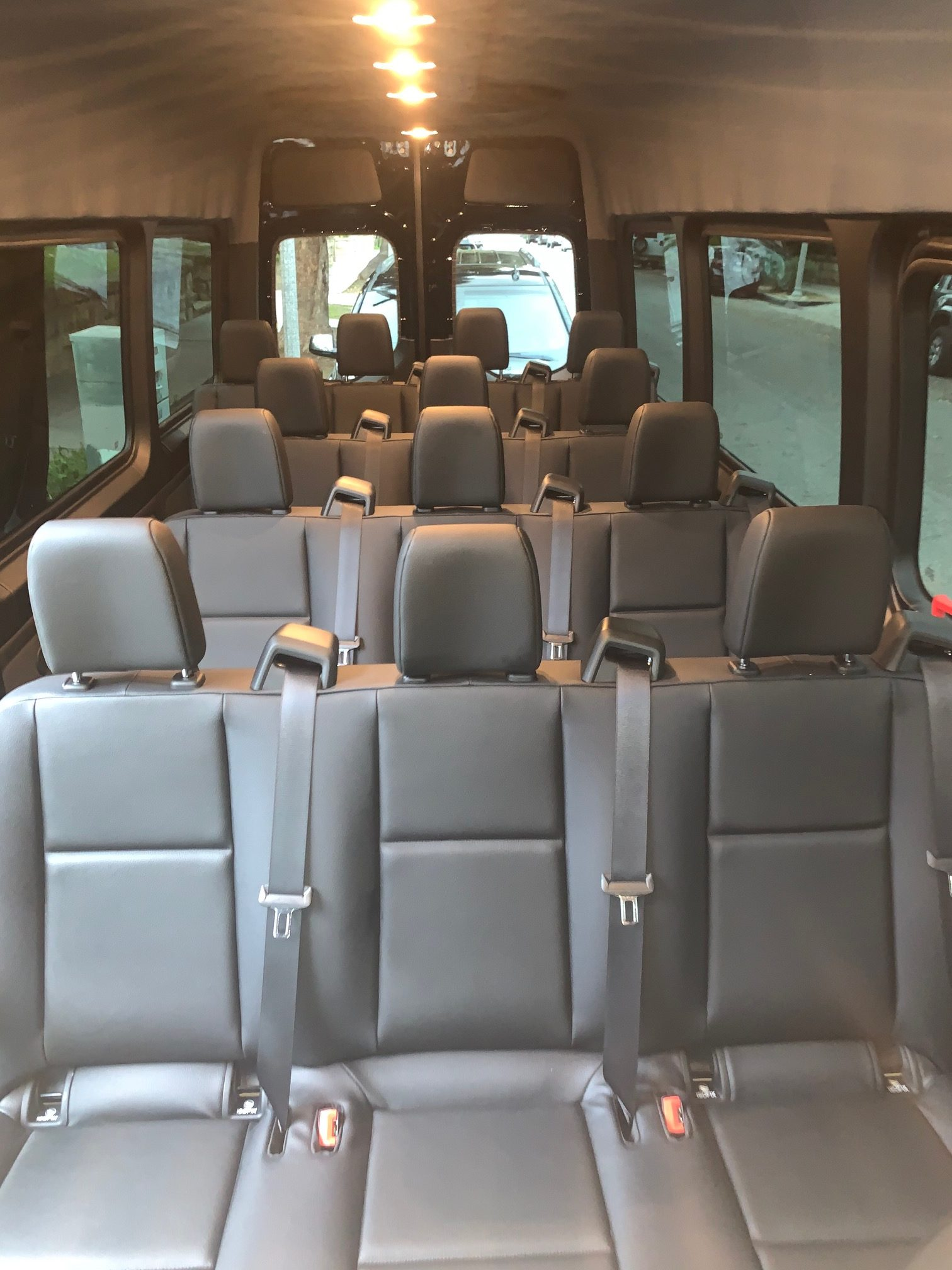 Mercedes Sprinter, 15 passenger